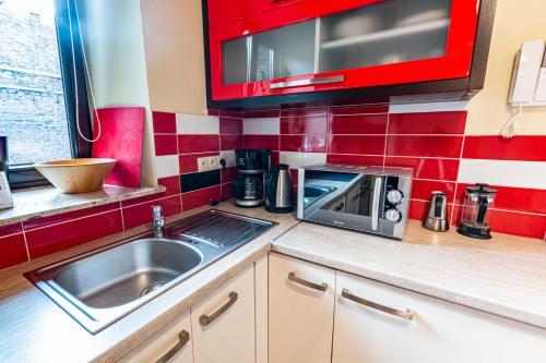Kuhinja oz. manjša kuhinja v nastanitvi HappyGuests Apartments