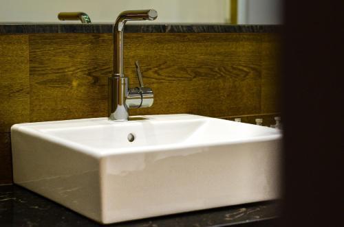 A bathroom at Aguilas5 SevillaSuites