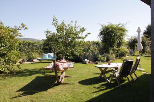 Ein Garten an der Unterkunft Kraut & Ruabn - Stadl