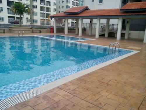 The swimming pool at or near Homestay Puncak Alam Residensi Allamanda