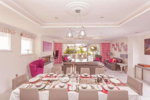 A restaurant or other place to eat at Belmont - Luxquisite Property Lettings