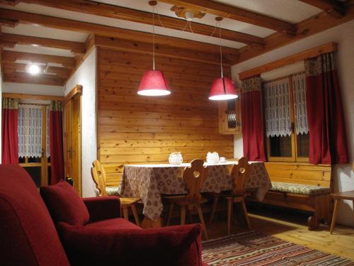 Coin salon dans l'établissement Tornede Mountain Cottage