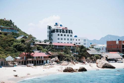 Tôm Hùm Palace