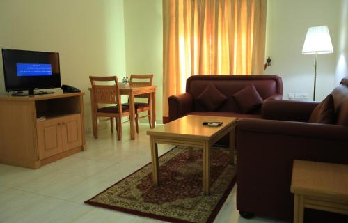 A seating area at Al Shorouq Hotel Apartments