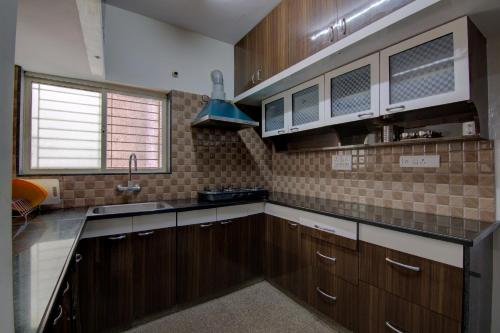 A kitchen or kitchenette at Sunshine Suites Park View
