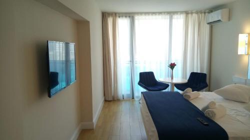 Кровать или кровати в номере Orbi City sea view