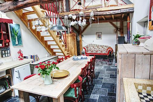A restaurant or other place to eat at Inne Schuur