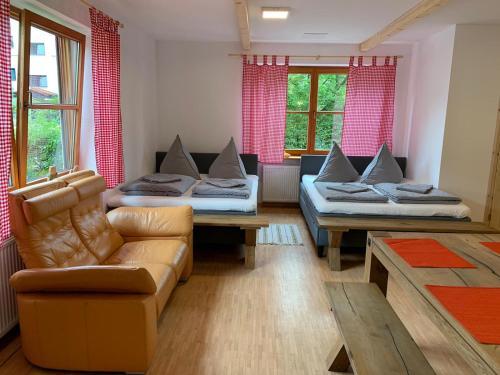 A seating area at Ferienwohnung München-Perlach