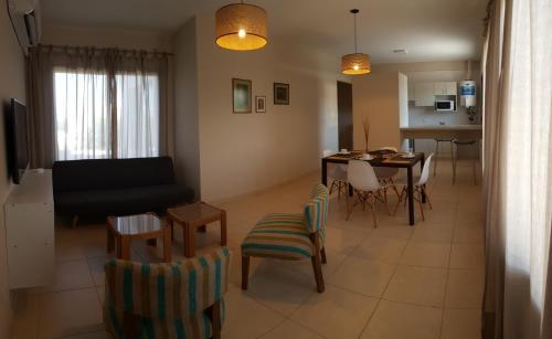 La sala de estar o bar de Departamento Mendoza Capital