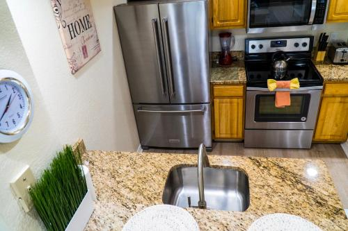 A kitchen or kitchenette at Orlando Vacation Rental 15 Miles From DISNEY