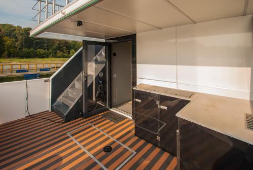 Balkon lub taras w obiekcie AMBER HOUSEBOAT