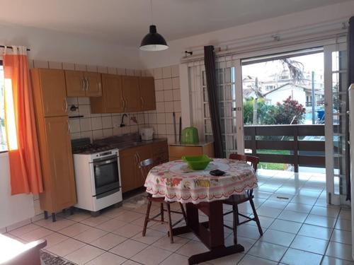 Una cocina o zona de cocina en Residencial Santinho