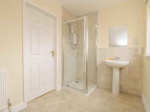 A bathroom at Motcombe Nursery