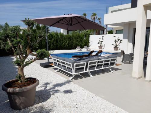 The swimming pool at or close to Villa La Marina