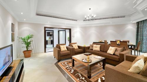 A seating area at Al Majaz Premiere Hotel Apartments