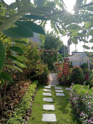Vườn quanh Bibury Homestay- Nhện'Homestay