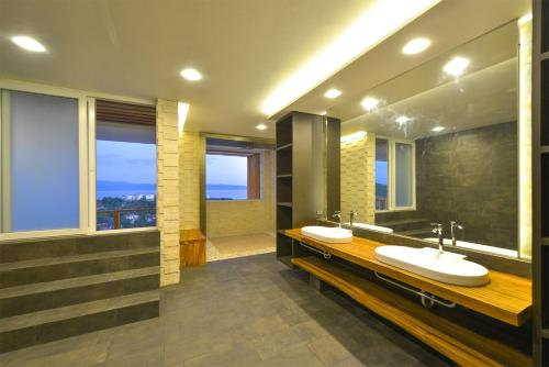 A bathroom at Caipirinha Villa