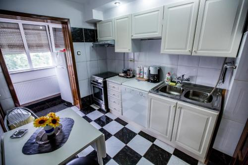 A kitchen or kitchenette at Vidican Accommodation