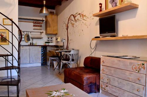 A kitchen or kitchenette at Romalea's cottages