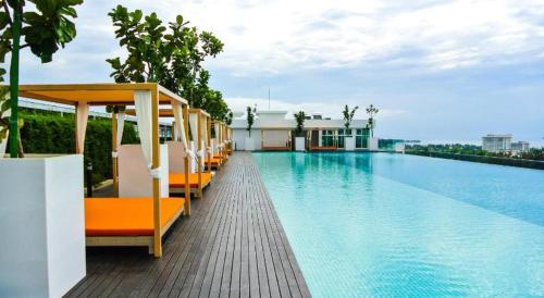 The swimming pool at or close to Sutera Avenue Deluxe Suite by CozyCottage x Merveille @ Kota Kinabalu, Sabah