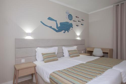 A bed or beds in a room at Vitor's Plaza