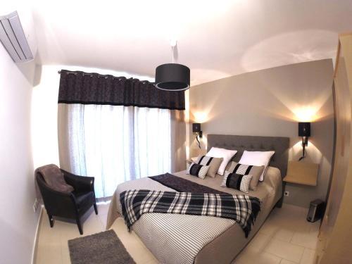 Een bed of bedden in een kamer bij Résidence Le Cosimo
