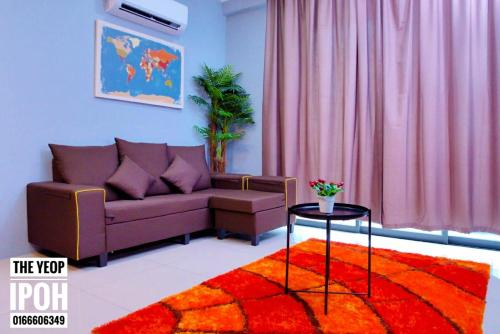 A seating area at The Yeop Ipoh Homestay Apartment
