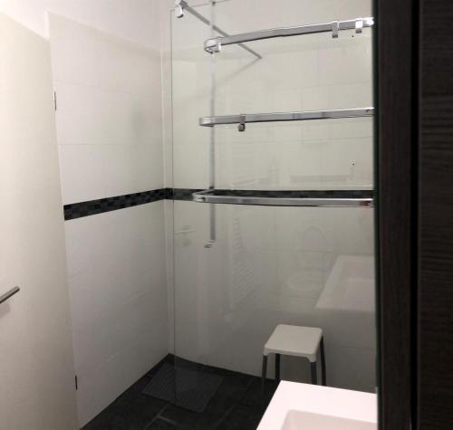 A bathroom at komfortable Wohnung im Grünen Essen