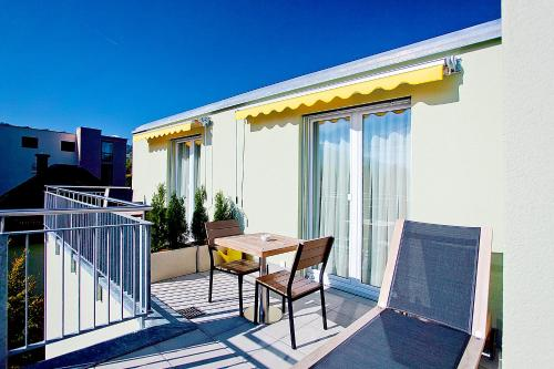A balcony or terrace at Suite Apartments by Livingdowntown