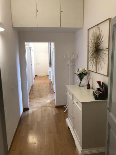 Een keuken of kitchenette bij Romantic and Charming Apartments