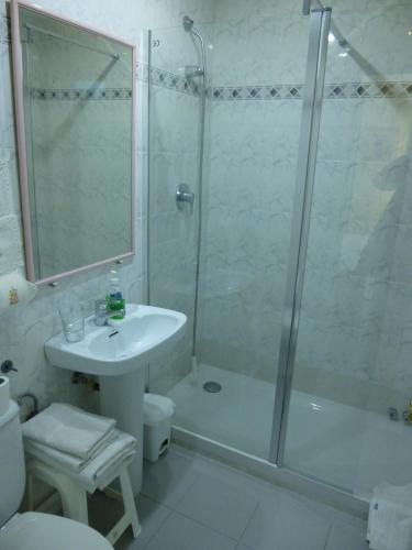 A bathroom at Pension Areeta