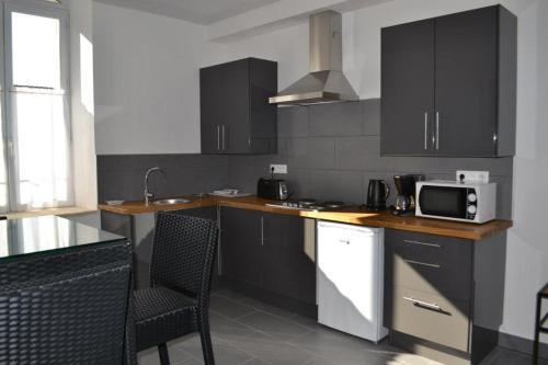 Cuisine ou kitchenette dans l'établissement Appart's Village Trama Loges