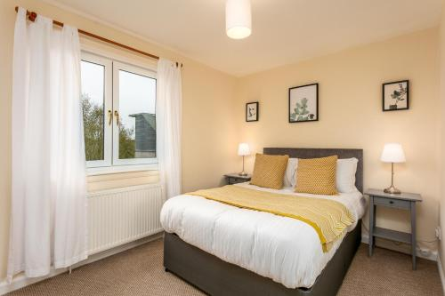 A bed or beds in a room at Riverside View - Donnini Apartments