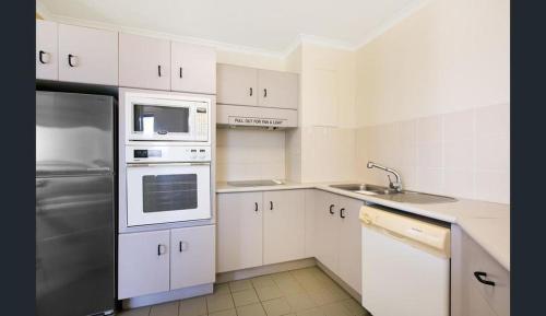 A kitchen or kitchenette at 181 The Esplanade