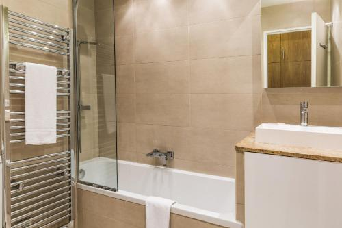 A bathroom at Apartment Arve