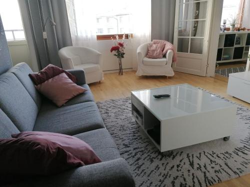 A seating area at Peaceful City Centre Apartment (2 Bdr)
