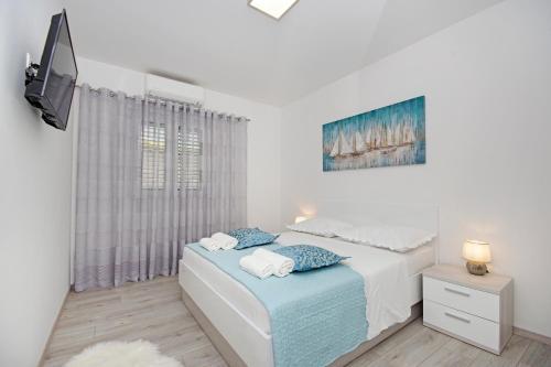 Postel nebo postele na pokoji v ubytování Apartmani Nikola
