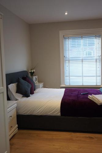 A bed or beds in a room at Eden Lodge