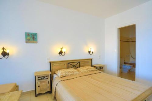 מיטה או מיטות בחדר ב-Maganos Apartments