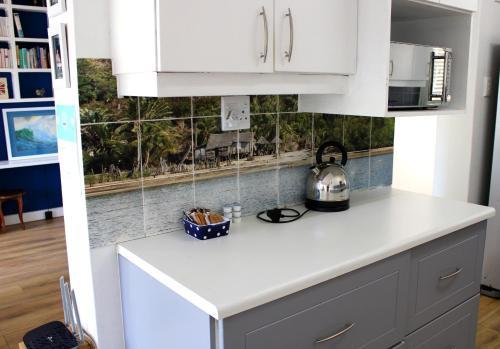 A kitchen or kitchenette at 10 St Malo Umdloti Magic