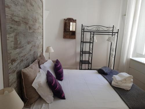 Cama o camas de una habitación en Localtraveling ALFAMA River View - Family Apartments