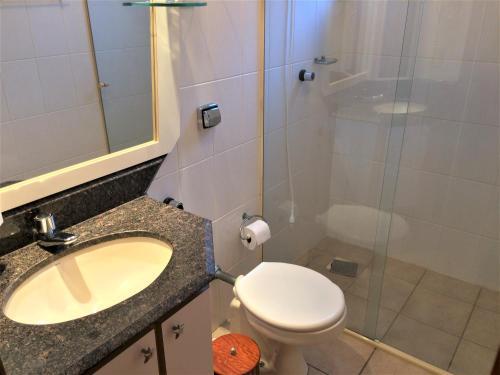 Un baño de Apartamento Ponta das Canas Frente do Mar