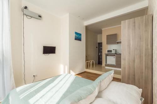 Кровать или кровати в номере Penthouse-apartment TwoPillows Petergofskoe shosse