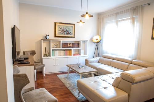 A seating area at Luxury apartment Podgorica