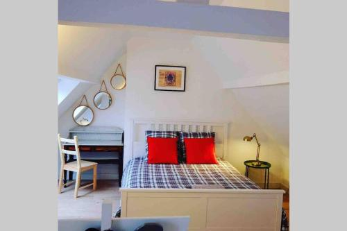 Ein Bett oder Betten in einem Zimmer der Unterkunft L'Alsacien