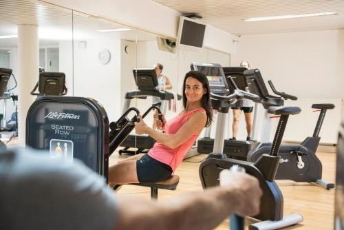 Das Fitnesscenter und/oder die Fitnesseinrichtungen in der Unterkunft Vayamundo Oostende - Apartments