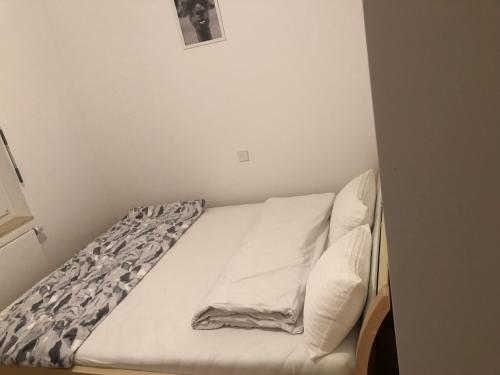 A bed or beds in a room at 133 Mainzer Landstrasse, Frankfurt