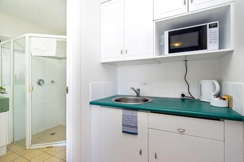 A kitchen or kitchenette at Regency on the Beach