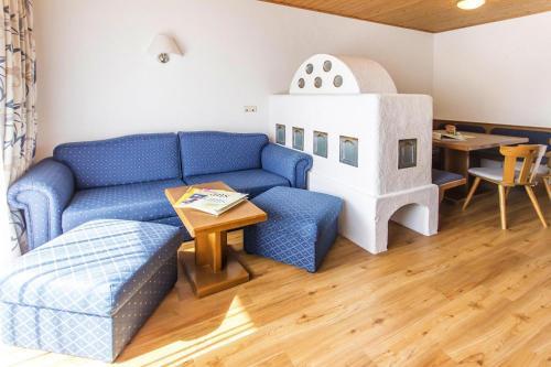 Een zitgedeelte bij Apartments Bergland Bad Kleinkirchheim - OKT04511-CYB