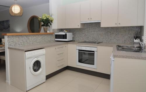 A kitchen or kitchenette at Bluedock Apartments